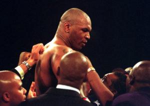 Mike Tyson vs Roy Jones tv tider: vilken tid börjar Tyson Jones svensk tid?
